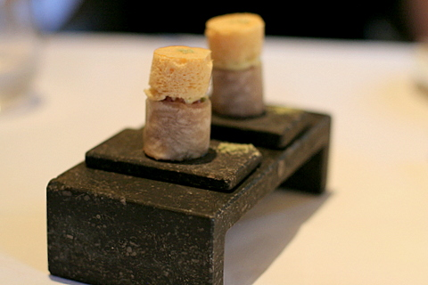Sushi of black radish, tuna and crispy foam of soy sauce